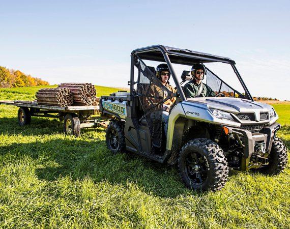 Ideal in der Landwirtschaft: UForce 1000 mit Anhänger
